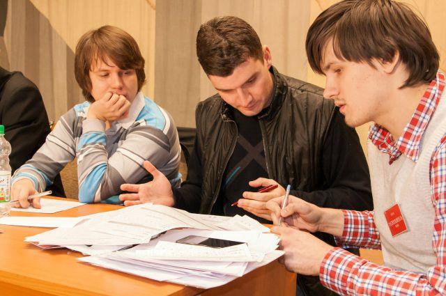 Павел Феоктистов (слева)