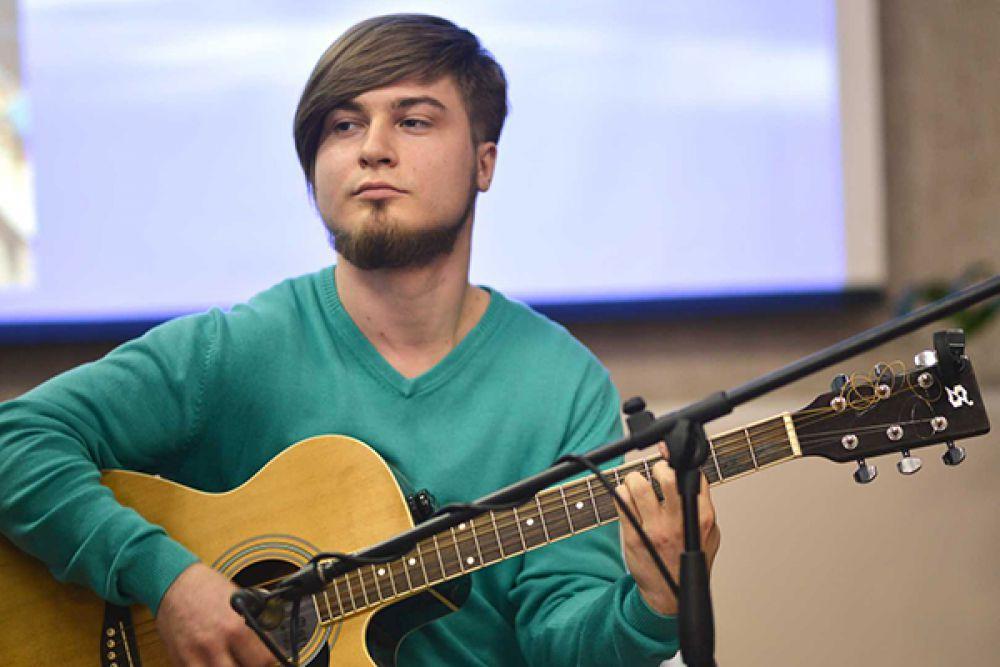 Ярослав Кобзан - гитарист рок-группы.