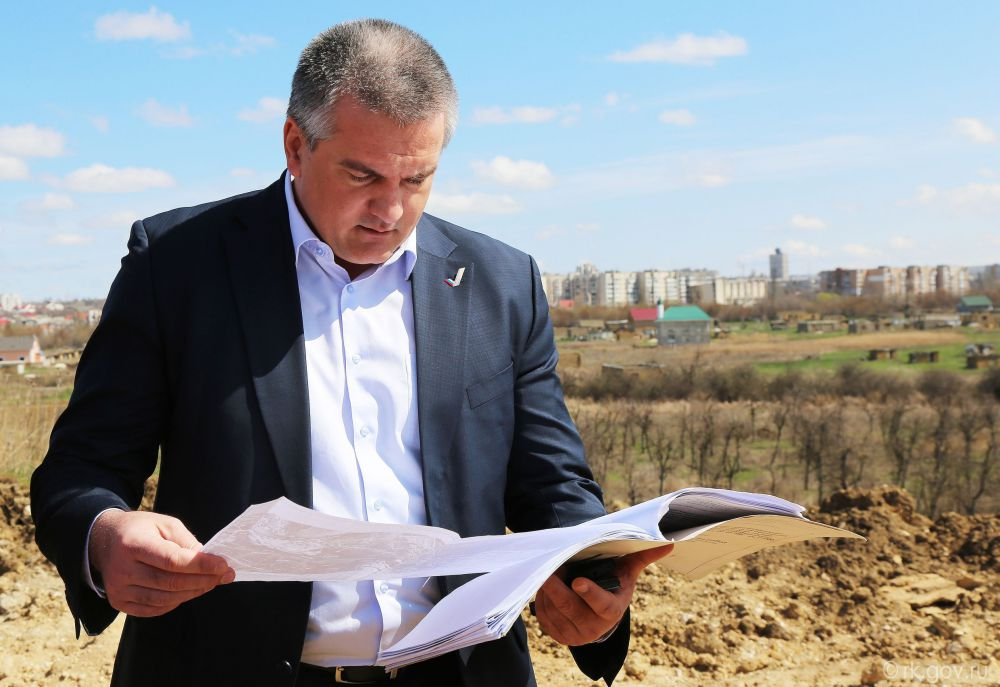 Впервые в десятку попал глава Республики Крым Сергей Аксенов, занявший в рейтинге восьмое место.