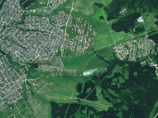 Снимок со спутника WorldView-2, дата 27.06.2010. Пространственное разрешение 0,5 м/пиксел, синтез в натуральных цветах. Город Пермь, Мотовилихинский район.