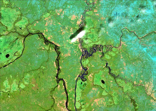 Снимок со спутника LANDSAT-8, дата 10.05.2014. Пространственное разрешение 15 м/пиксел, синтез в псевдонатуральных цветах. Нижнее течение рек Камы и Вишеры, на снимке можно наблюдать затопление пойм рек при прохождении половодья.