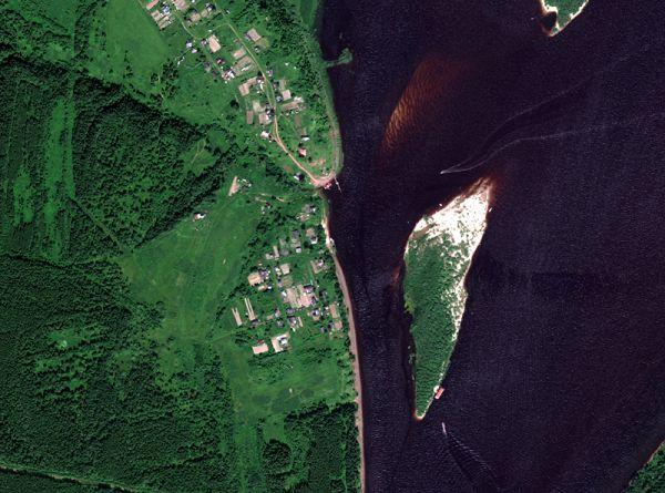 Снимок со спутника WorldView-2, дата 27.06.2010. Пространственное разрешение 0,5 м/пиксел, синтез в натуральных цветах. Соликамский муниципальный район, пос. Григорова.