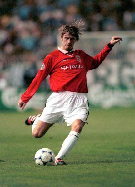 С 1992 по 2003 год в составе сборной футбольного клуба «Манчестер Юнайтед» Бекхэм забил 85 голов.  В сезоне 1997-1998 Бекхэм признан лучшим молодым игроком года.