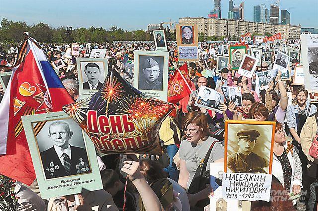Пройти по Красной площади с портретом своего ветерана может каждый.