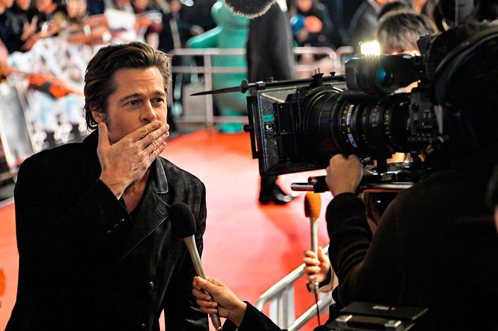 Брэд Питт – лауреат премии «Золотой глобус» в 1995 году за роль второго плана в ленте «Двенадцать обезьян». Также он имеет отношение к «Оскару» как один из продюсеров фильма «12 лет рабства» — победителя в категории «Лучший фильм» на церемонии 2014 года. Но вот за актерское мастерство Питт золотую статуэтку не получал, хотя трижды становился номинантом: в 1996 году за роль в «12 обезьянах», в 2009 году за роль в картине «Загадочная история Бенджамина Баттона» и в 2012 году за роль в фильме «Человек, который изменил всё».