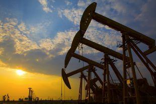Мировые цены на нефть снижаются в ожидании данных из США