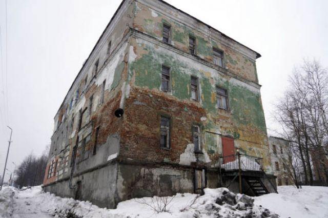Мэрия Кизела не справится с восстановлением таких домов без поддержки соседей.