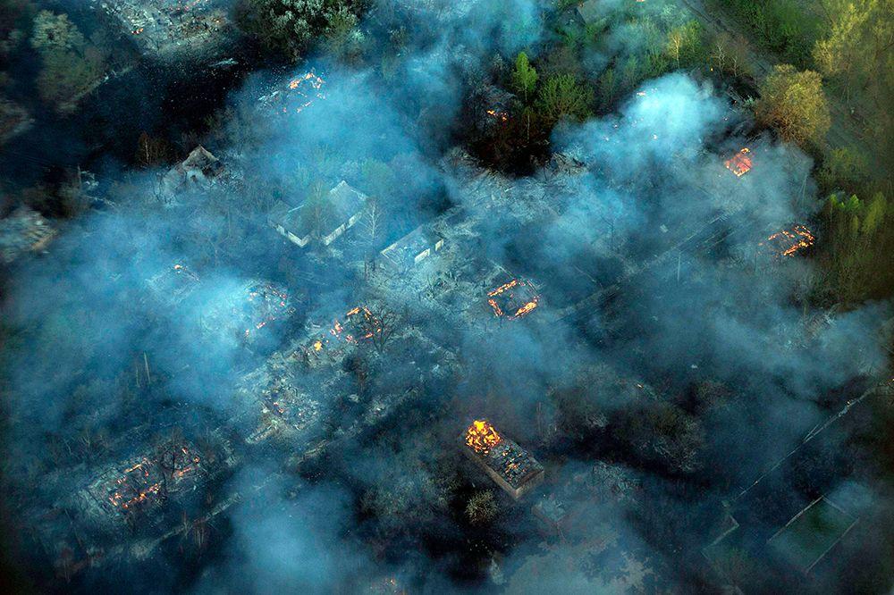 Лесной пожар вблизи Чернобыльской АЭС - в районе сел Буряковка, Рудня-Ильинецкая, Глинка, Лубянка Иванковского района - начался в полдень во вторник 28 апреля. Огонь локализовали в ночь на среду.