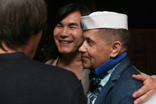 В 2007 году началась политическая карьера Батырхана Шукенова: он стал советником президента Казахстана Нурсултана Назарбаева по культуре. А через два года – Послом доброй воли ЮНИСЕФ в Республике.