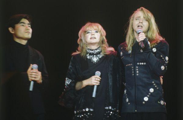 После выхода хита «Джулия» в 1989 году музыкантов заметила Алла Пугачева. Певица пригласила коллектив принять участие в «Рождественских встречах», после трансляции которых о группе «А'Студио» узнала вся страна. Песни «Белая река», «Стоп, ночь», «Солдат любви», «Эти тёплые летние дни», «Нелюбимая» стали самыми популярными композициями группы.