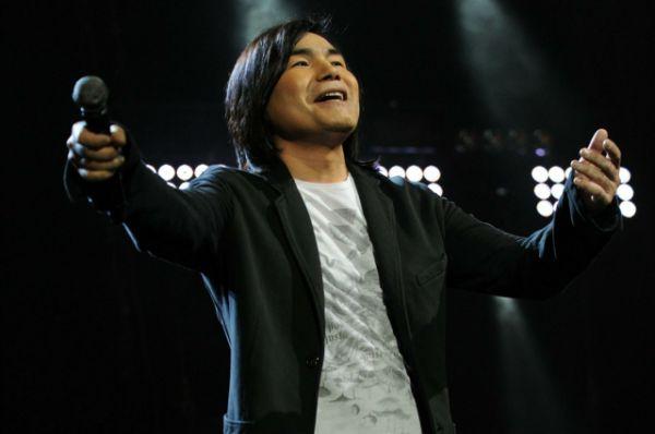 В 2002 году выходит первый сольный альбом Батырхана Шукенова «Отан ана» (в переводе с казахского «Родина-мать»). За время сольной карьеры музыкант выпустил еще 4 альбома: «Батыр Live» (2007), «Осторожно, милая девушка» (2010), «Все пройдет…» (2010), «Душа» (2013).