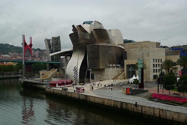 Музей Гуггенхайма в Бильбао. Испания.