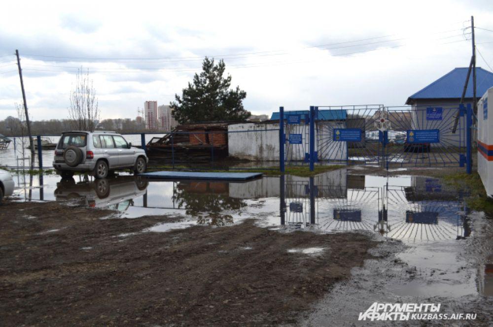 Станция ГИМС тоже оказалась в зоне подтопления.