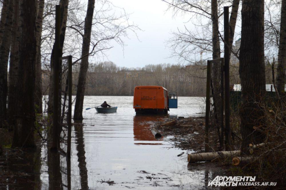 До некоторых мест можно добраться только на лодке.