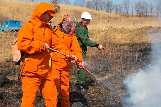 На учениях лесной пожар потушили быстро.