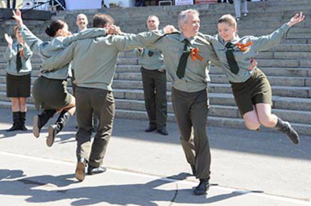 Танцы военных лет покажут омичам в ТЮЗе.