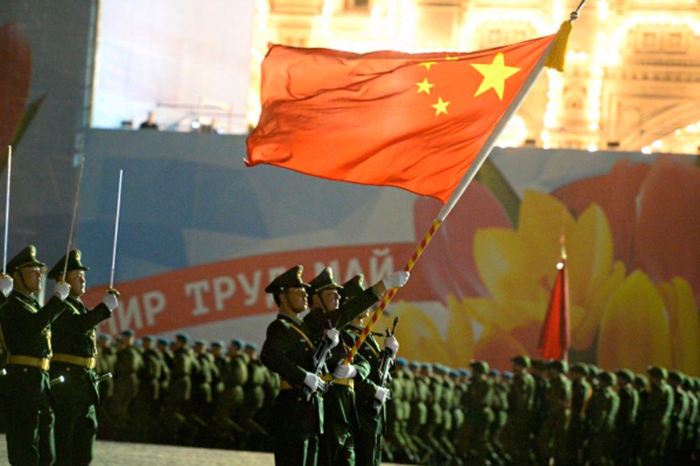 Российские военные во время репетиции парада Победы на Красной площади в Москве.