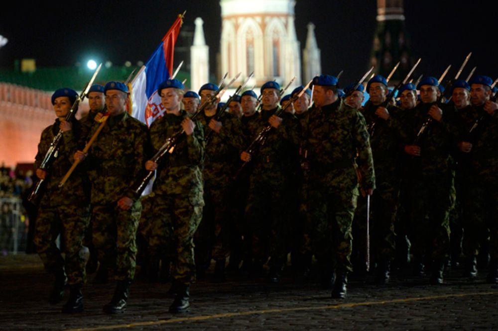 Военнослужащие из Сербии.