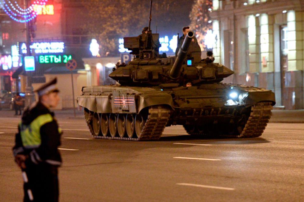 Танк T-90.