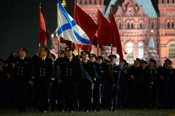 Военнослужащие во время репетиции парада Победы на Красной площади в Москве.