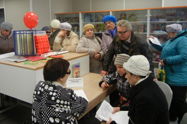 Жители Александровска, пришедшие в