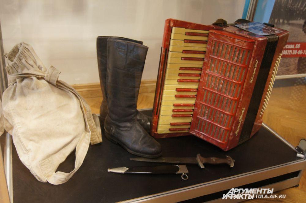 Вещи, которые принадлежали родителям мастера выставки Евгения Полозова.