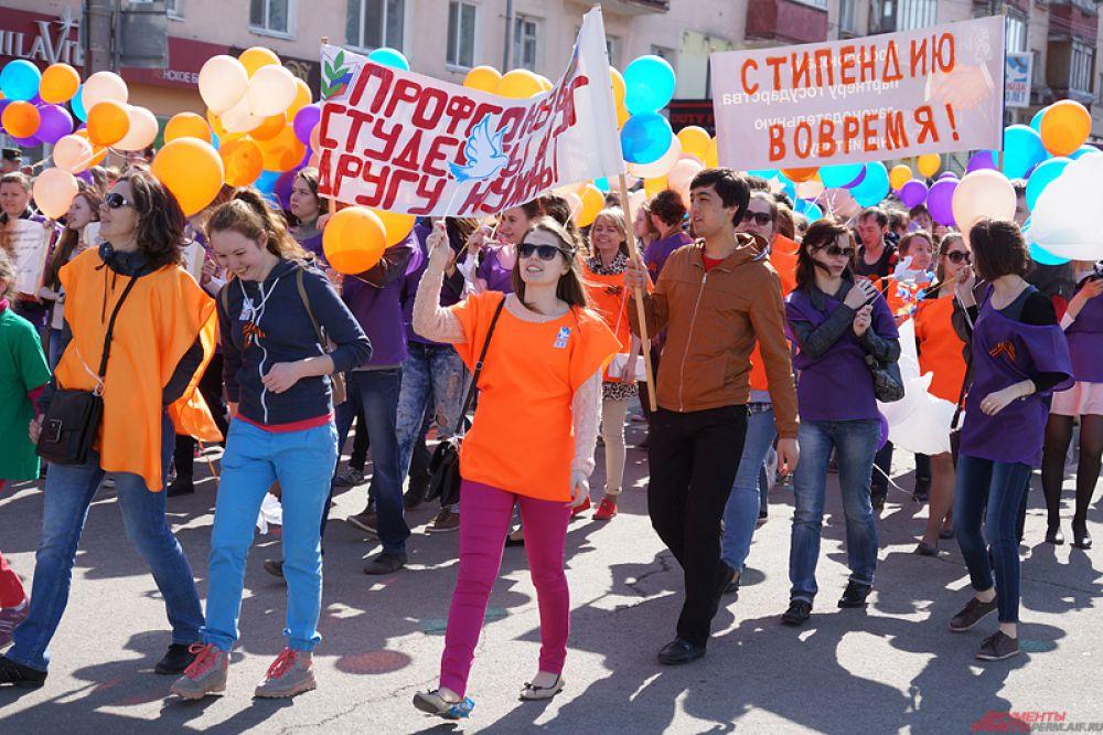 Празднование началось в 11 часов на Октябрьской площади.