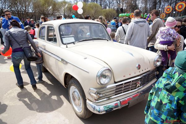 Первого мая в парке Горького отмечают праздник Весны и Труда.