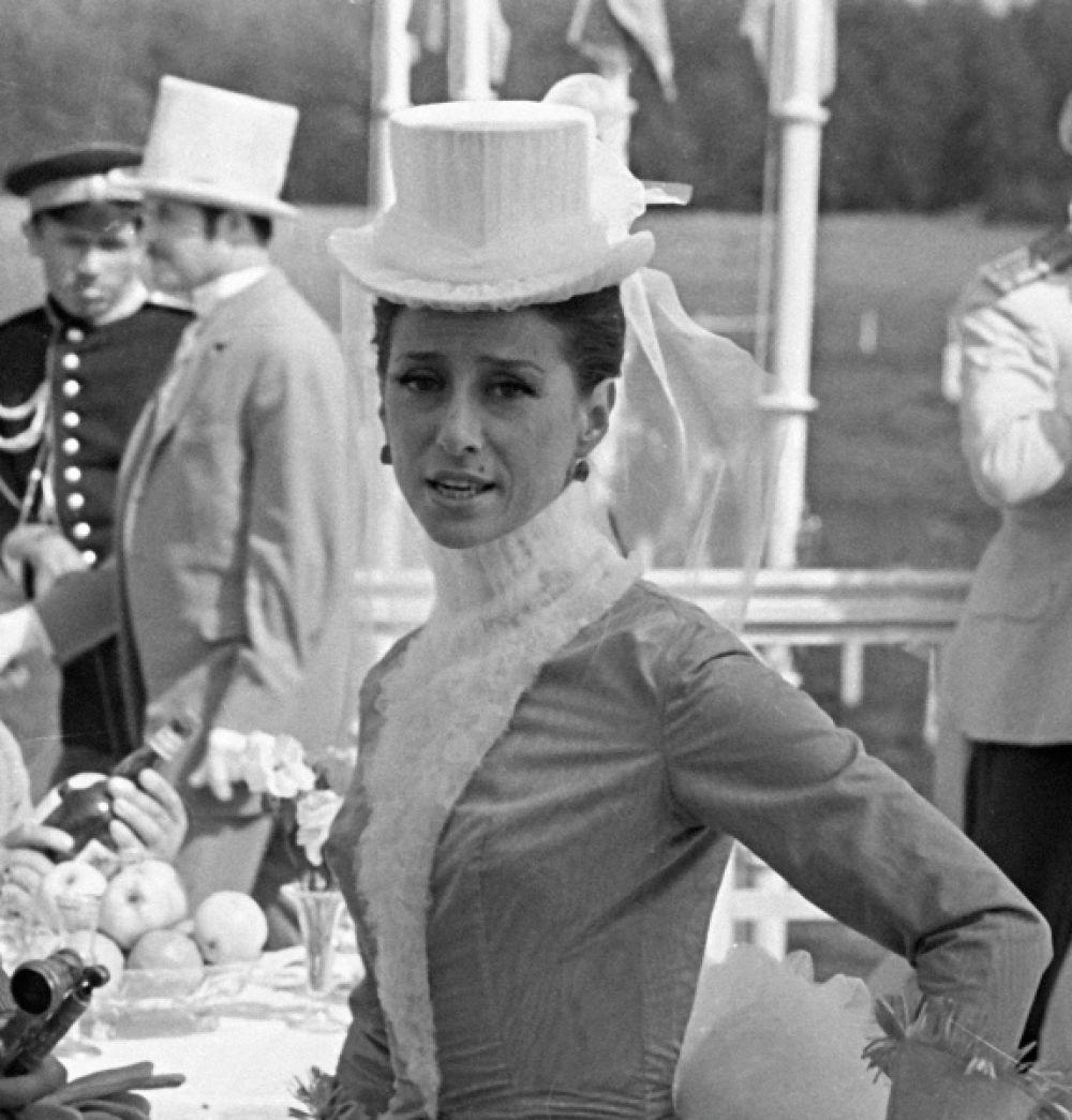В советской киноверсии «Анны Карениной» Плисецкая сыграла княгиню Тверскую.