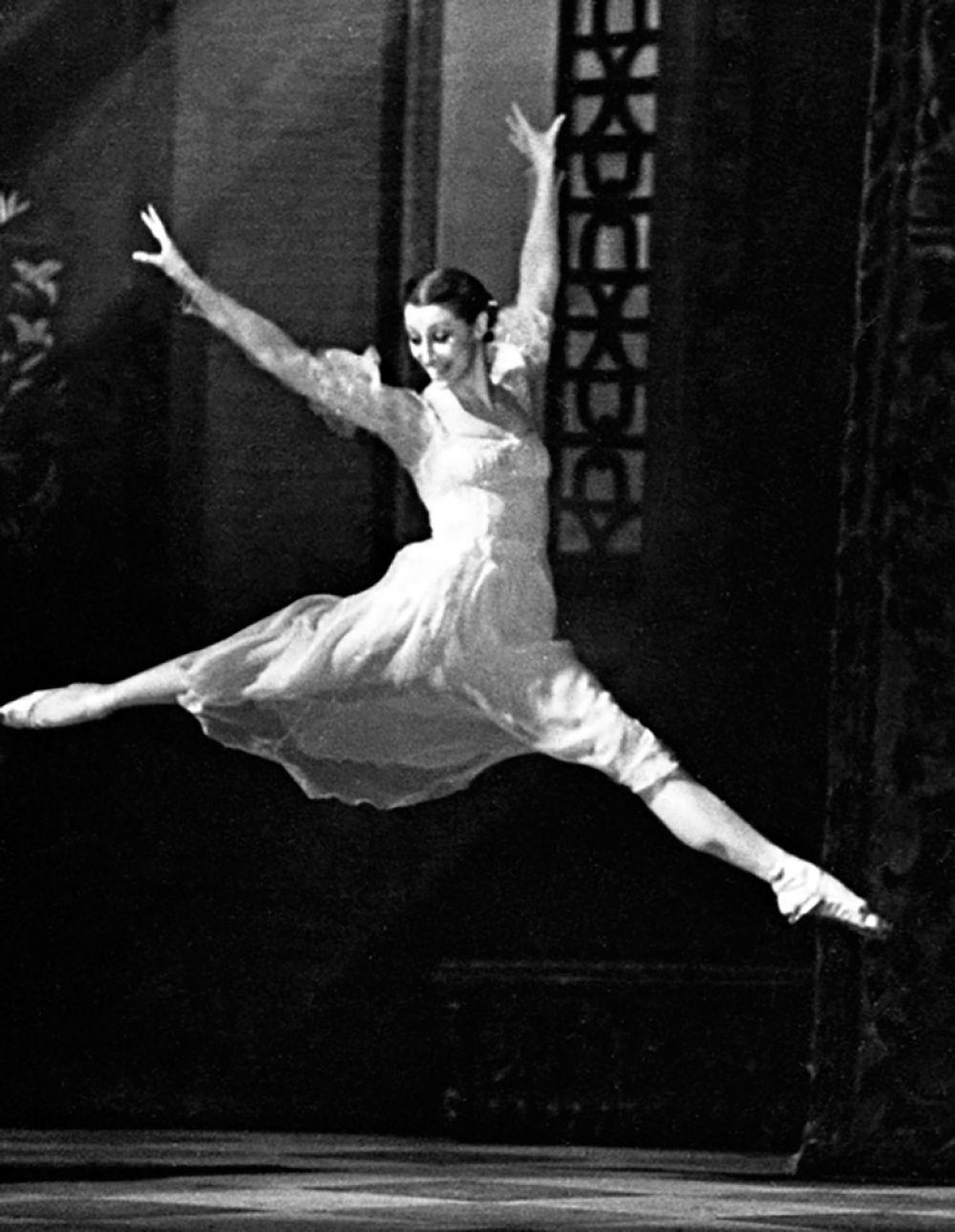 В 1980-х годах Плисецкая и Щедрин проводили много времени за границей, где она работала художественным руководителем Римского театра оперы и балета (1983—1984), а также Испанского национального балета в Мадриде (1988—1990).