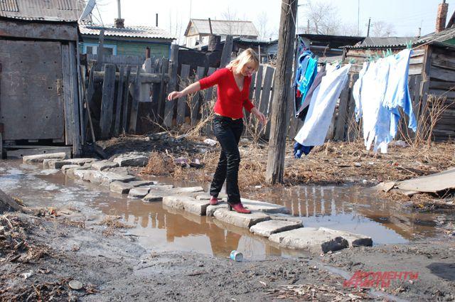 Жители села готовятся к паводку.