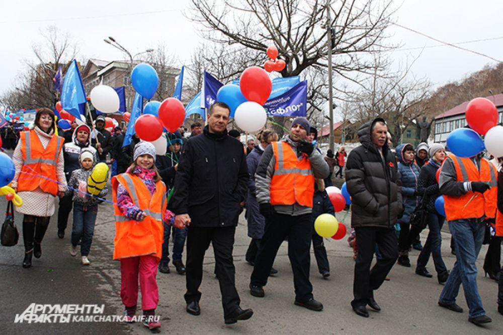 В демонстрации принимают участие горожане всех возрастов...