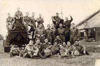Солдаты-победители (А. Ухов в первом ряду второй справа).