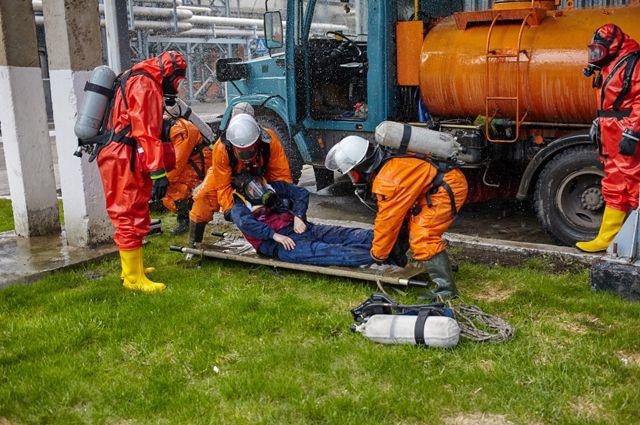 Сотрудники отрабатывали ликвидацию пожара.