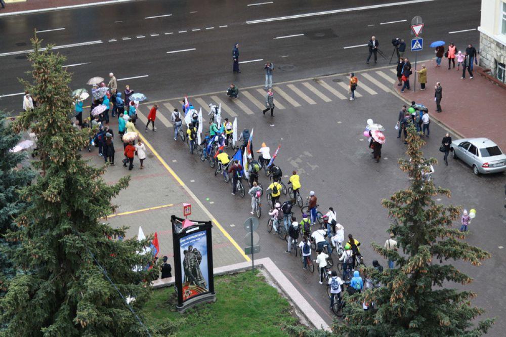 После митинга по центру Брянска проехались велосипедисты.