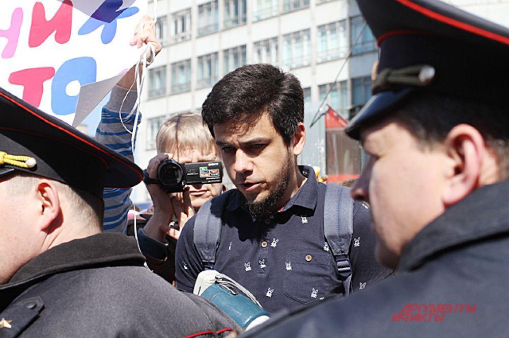 А её организатора Артёма Лоскутова даже арестовали на 10 суток и наложили штраф в размере 5 тысяч рублей за организацию несанкционированного митинга.