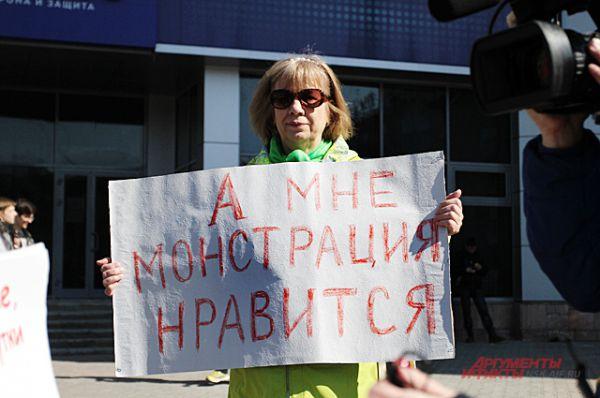 1 мая все желающие принять участие в Монстрации по традиции собрались на площади Калинина.