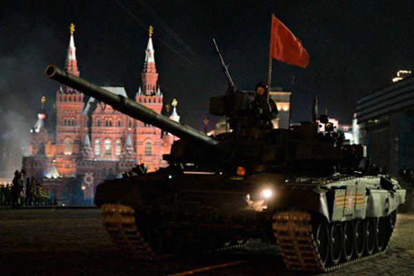 Серийное производство новых российских танков Т-14 «Армата» развернется в 2015-м и до 2020 года. Вооруженные Силы РФ получат 2,3 тысячи таких машин.