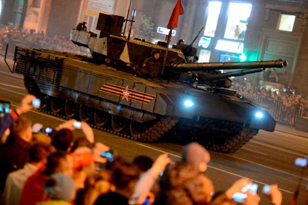 Бронетехника на базе этой платформы будет оснащена системой активной защиты «Афганит» — специальные заряды позволяют бороться со снарядами и ракетами противника на ближнем расстоянии, не более 15–20 м. Фактически это индивидуальная противоракетная и противоснарядная оборона танка. Она защищает машину от ударов, в том числе и с воздуха.