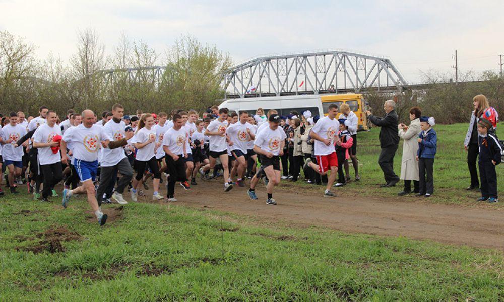 в субботу, 2 мая, в Выгоничском районе у Голубого моста стартовал легкоатлетический пробег.