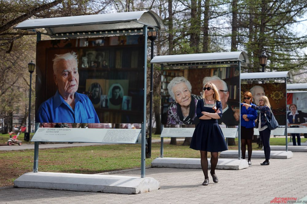 Экспозиция состоит из фотографий участников событий тех лет.