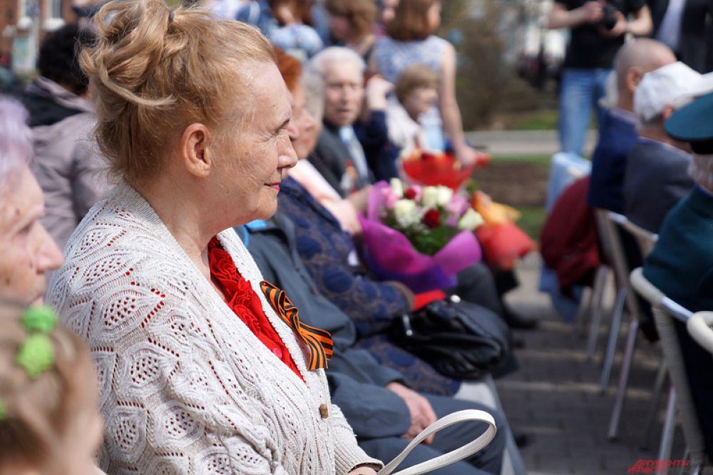 Уличная экспозиция «Молотов 41-15» открылась в сквере Театра оперы и балета во вторник, 5 мая.