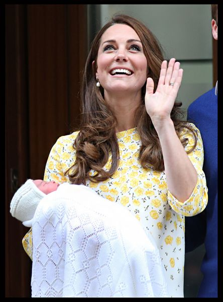 2 мая у принца Уильяма и Кейт родилась девочка, которую назвали в честь принцессы Дианы и бабушки Елизаветы II - Шарлотта Елизавета Диана Виндзорская.