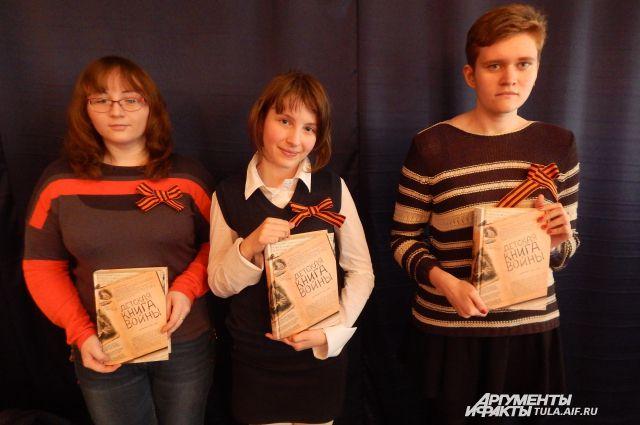 Слева направо: Виктория Волина, Валерия Фетисова, Дарья Лебедева.