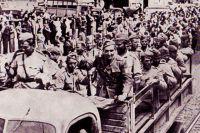 Военнослужащие 1-ой румынской добровольческой пехотной дивизии имени Тудора Владимитреску вступают в Бухарест (сентябрь 1944)