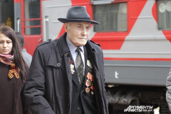 Правительством региона подготовлена праздничная программа, в рамках которой пройдет обзорная экскурсия по городу, ветераны посетят музеи