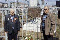"""В честь подвига уральских энергетиков на подстанции """"Пермь"""" установили мемориальную доску."""