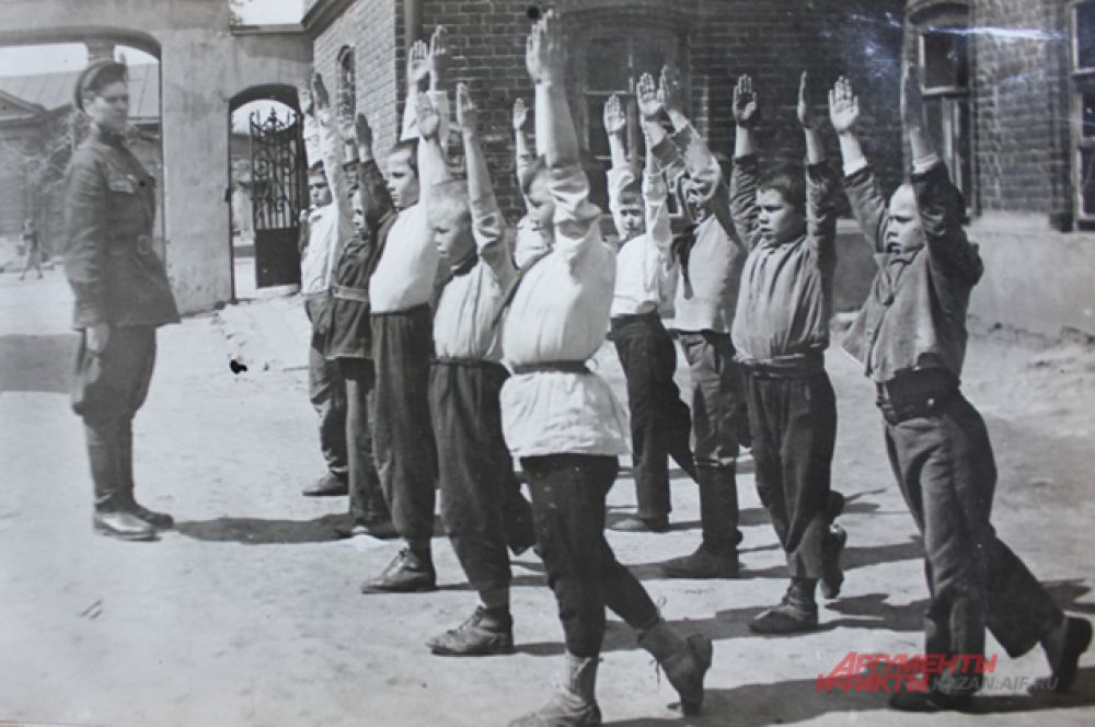 Гимнастика с учениками 4-го класса в 34-й школе, перед уроками, проходила во всех классах по 10-15 минут.
