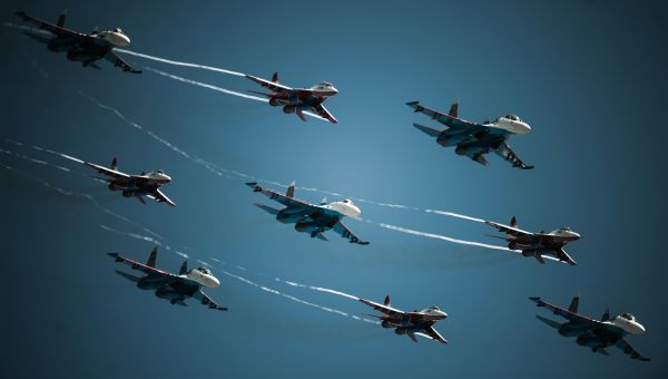 У «Стрижей» огромный репертуар: самолеты выполняют такие сложные «трюки», как «пирамида», «молот», «звезда», «стрела», «крест» и «крыло». В 2007 году на авиасолане МАКС «Стрижи» и «Русские витязи» выполнили элемент «бочка», который не удавался еще ни одной пилотажной группе мира.