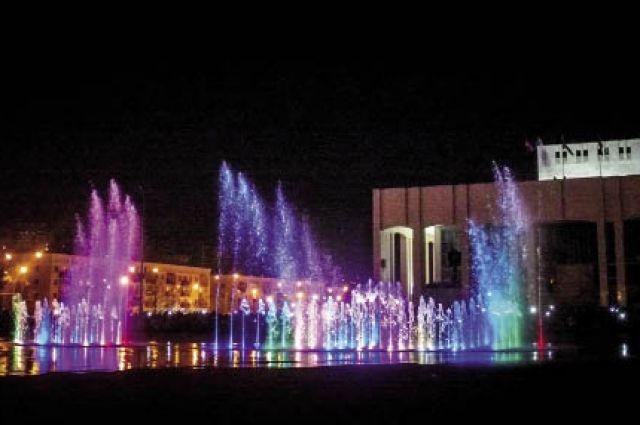 На площади перед Театром-театром появился новый светомузыкальный фонтан